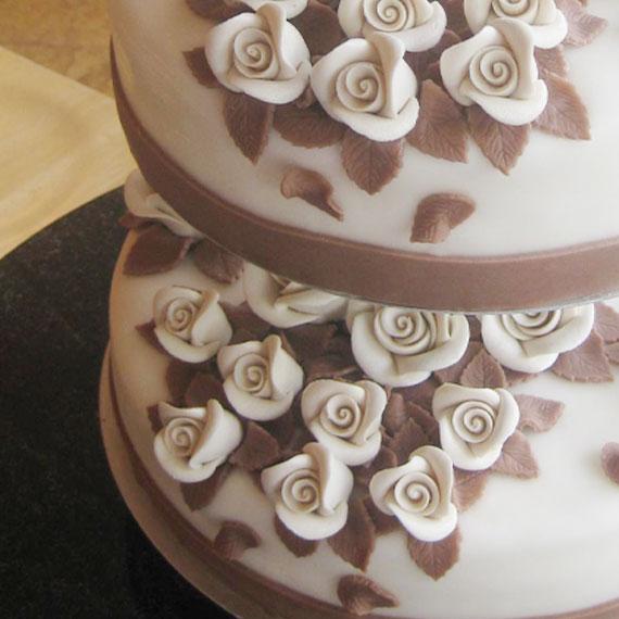 Zuckerartistik für eine Hochzeitstorte
